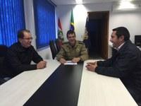 Adequação de áreas onde ficam pavilhões é debatida durante encontro com o inspetor chefe da DPRF