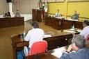 Câmara mantém um veto do prefeito municipal e rejeita outro
