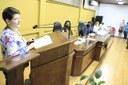 Secretária Parlamentar da deputada Paulinha utiliza tribuna em sessão