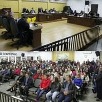 Servidores lotam Câmara de Vereadores para acompanham sessão que aprovou em primeira votação projeto de lei que alterando estatuto do servidor