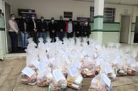 Vereador professor Osmar participa de entrega de alimentos arrecadados pela Uniguaçu em Canoinhas