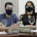 Vereadores Maurício Zimmermann e Silmara Gontarek falam durante sessão sobre o projeto Porteira Adentro